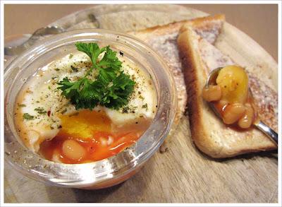 Zubereiten und Servieren im Jenaer Eierkoch