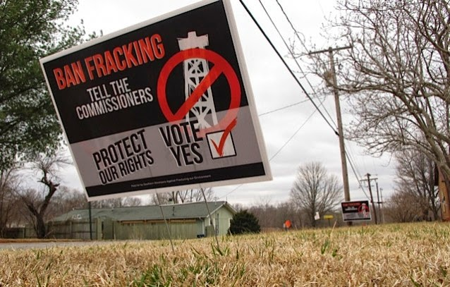 Ban-Fracking lawn sign (Credit: AP Photo/Jim Suhr) Click to enlarge.