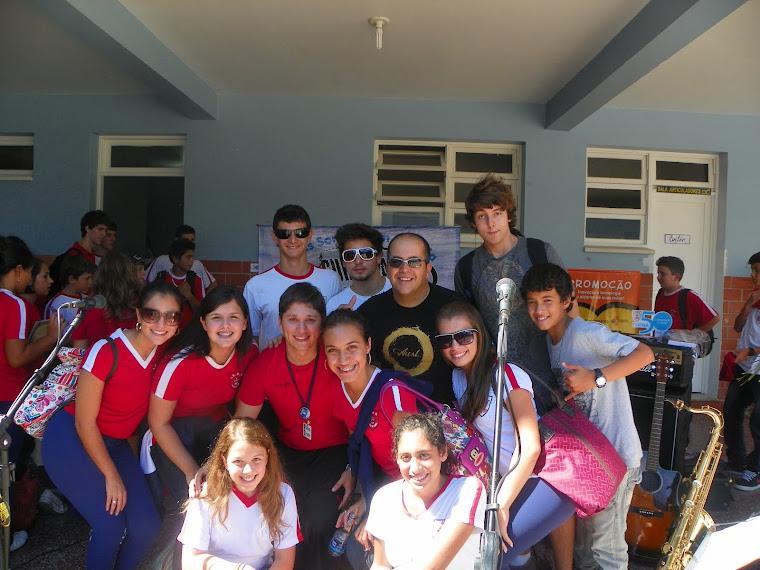 Surfistas da Paz na festa dos 50 anos da Escola Divina Providência, em Capão da Canoa/RS.