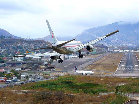 airplane20landing-jj-001.jpg
