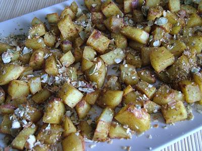 Pieczone ziemniaki z prażonymi pestkami dyni