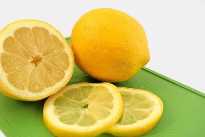 Lemon yang telah dihiris nipis