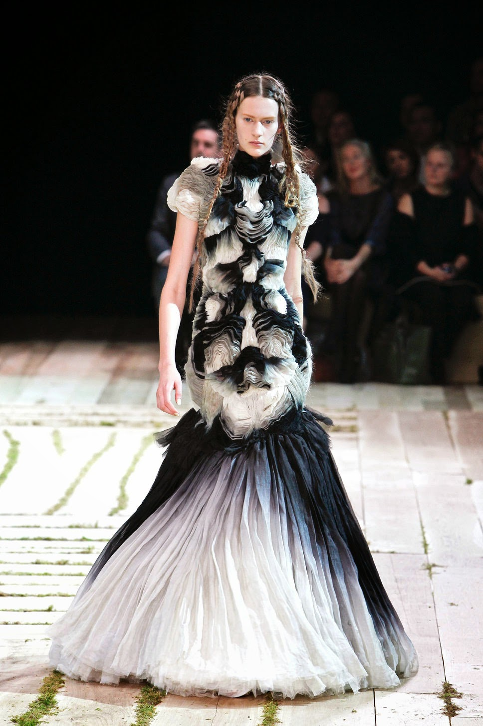 Visit Biography.com and explore the world of high couture through the life and work of English fashion designer Alexander McQueen, articles by http://1styahoo.blogspot.com/.