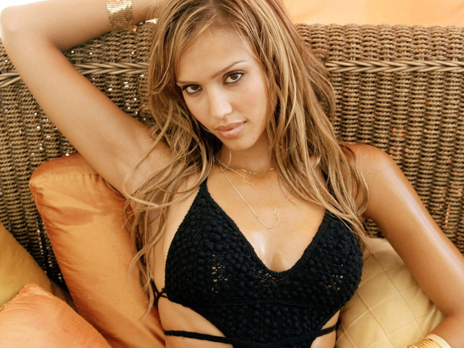 Jessica Alba gives zero f--ks what people think of her body