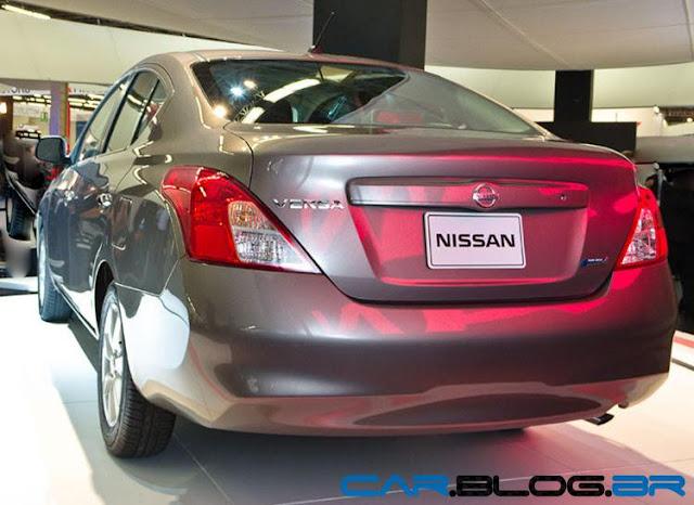 Nissan Versa SL 1.6 trseira feia