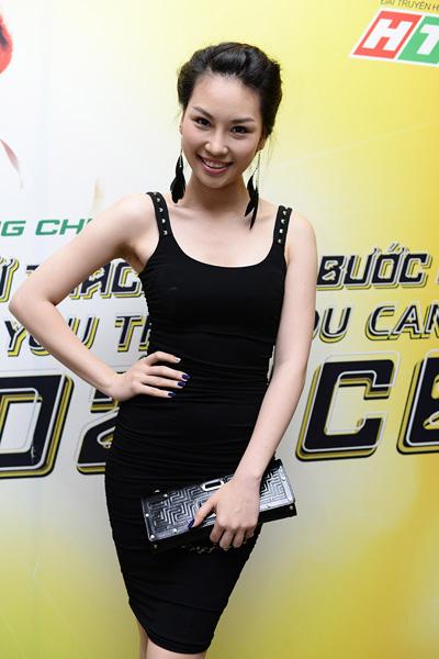 Giải bạc Siêu mẫu 2010 Phạm Thùy Linh thường xuyên đi xem chương trình.