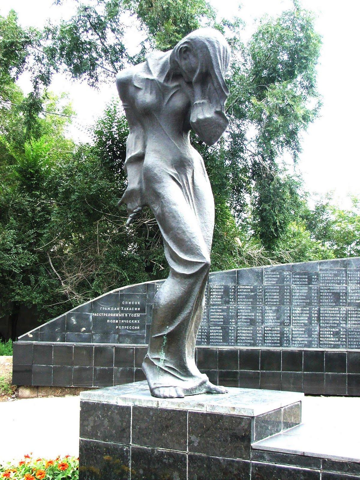 Памятник с ангелом Норильск Мраморные розы Белая Холуница