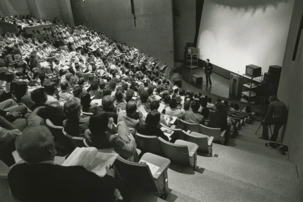 Lectures Are Ineffective Too, Study Finds