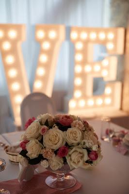 kwiaty na wesele róż pudrowy