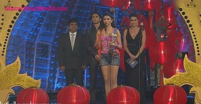 Deepika Padukone in Shorts, Hot Pants - Bollywood Hot ...