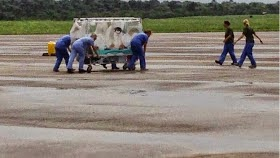 William Pooley,UK Ebola patient being carried in a jet