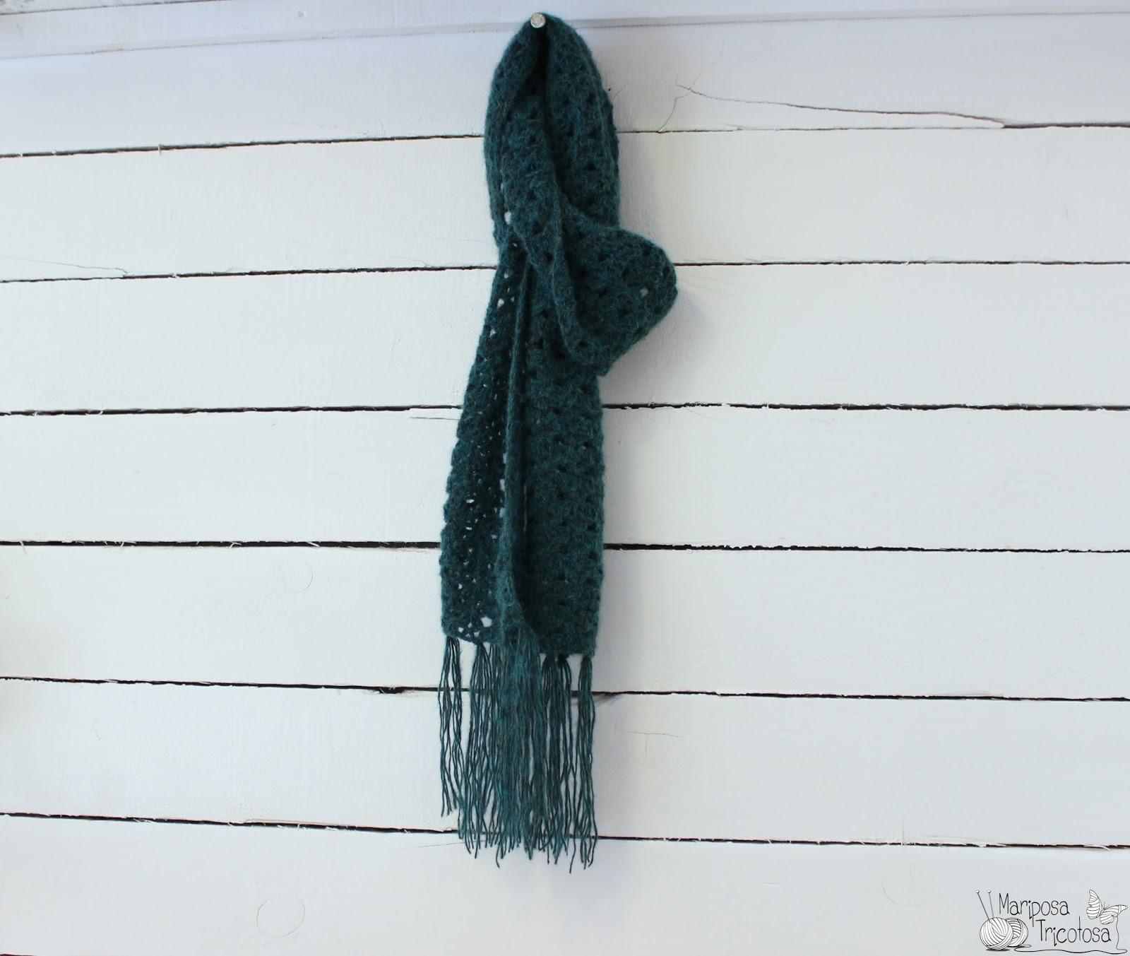 mariposa tricotosa: Mujer previsora...bufanda de ganchillo!!