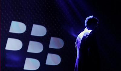 Una de las características más utilizadas de BlackBerry, y uno de los motivos por los que los teléfonos se hicieron tan famosos, es el chat gratuito que viene en todos los dispositivos de la marca, que les permite a sus usuarios enviar mensajes entre sus smartphones. Después de anunciar oficialmente que el sistema saldrá para Android e iOS, ahora se rumorea que estará también disponible para computadoras. La información surge a partir de una fuente del periódico The Washington Journal, donde aseguran que el famoso BBM –o BlackBerry Messenger-, funcionará en PCs. Esta decisión de la compañía canadiense se debería