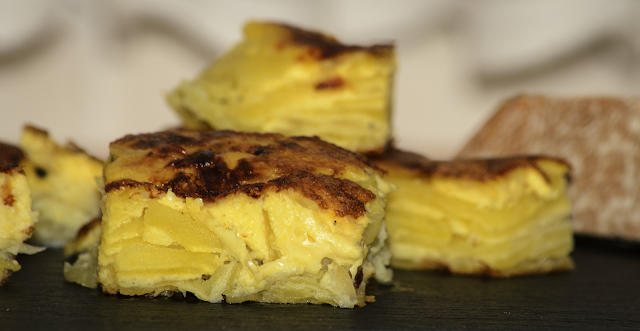 Tortilla de patata cruda; raw potato omelette