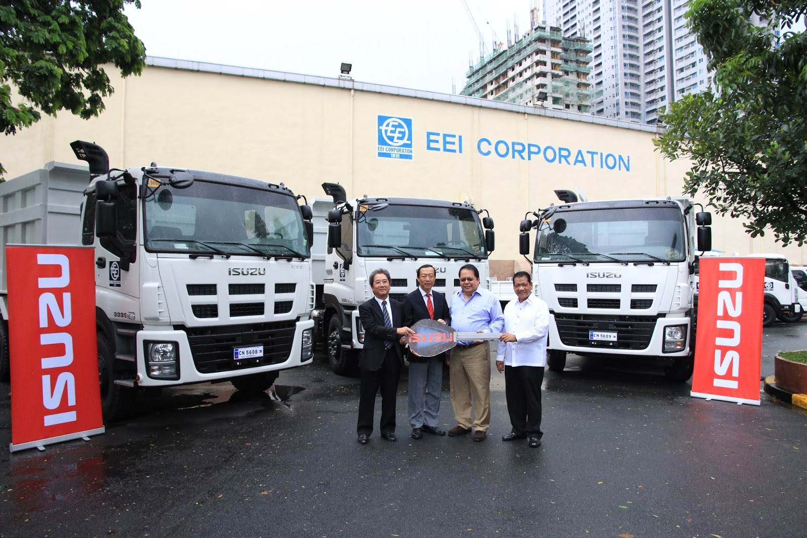 Isuzu PH delivers heavy-duty trucks to EEI Corporation