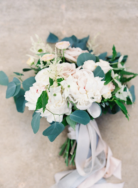 les fleurs : crane estate : summer wedding : estate wedding : dogwood, garden roses, peony : blush, peach, ivory & slate blue