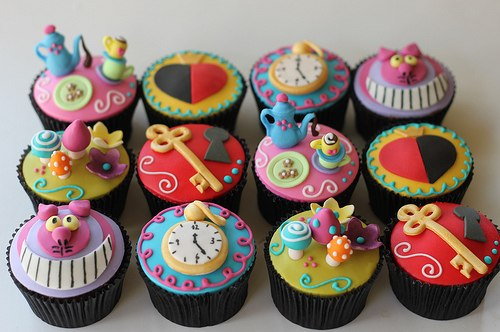 Cake decorations: Alice in Wonderland ~ Home Decorating Ideas