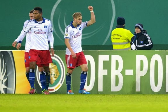 Hamburg player Maximilian Beister celebrates after scoring his team's first goal against Köln