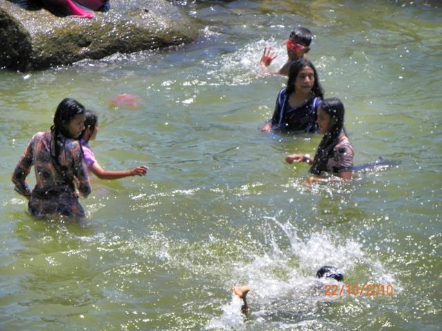 Bañandose en Galle