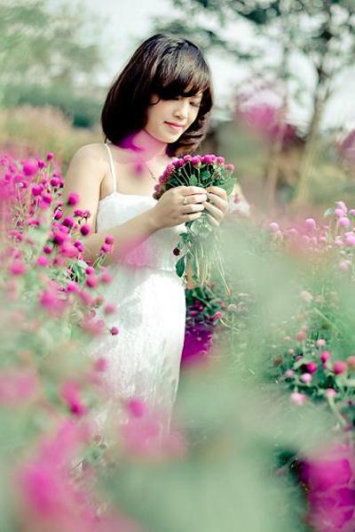 Chụp ảnh đẹp giá rẻ - vườn hoa và thiếu nữ