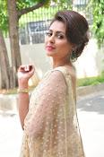Madhu Shalini sizzling in saree-thumbnail-11