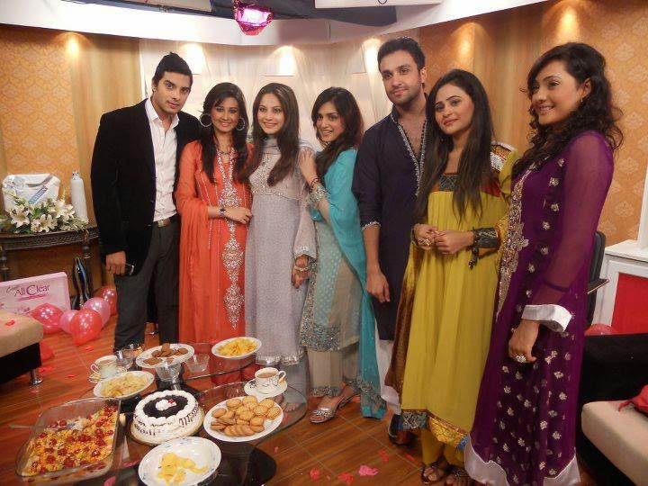 Neelam Muneer With Her Family Unseen Casual Pictures