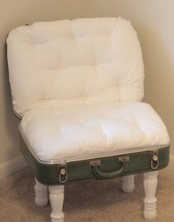 http://www.muyingenioso.com/silla-diy-reciclando-una-maleta/