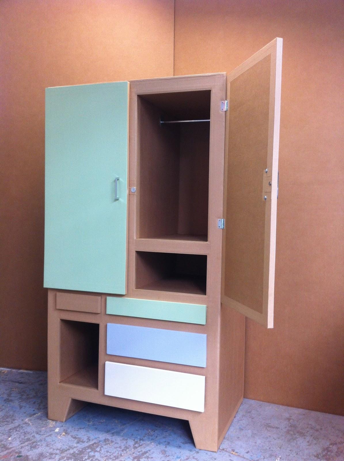 armoire en carton porte battante. création sur mesure. fabriqué à marseille par juliadesign.