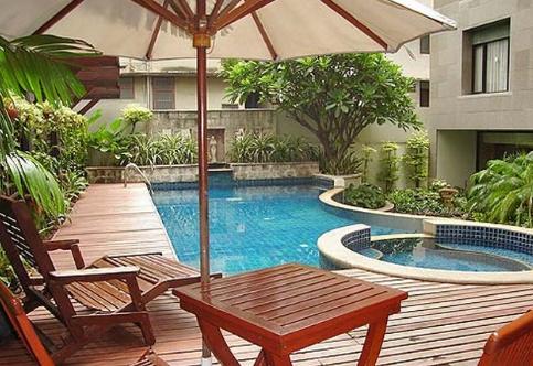 7 inspirasi desain kolam renang untuk rumah minimalis