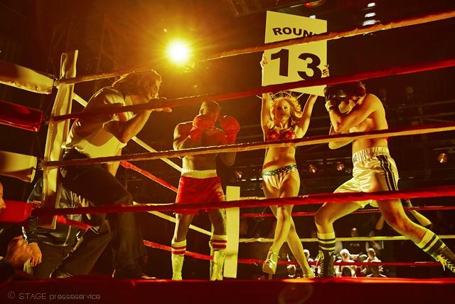 szenenfoto der ROCKY musical premiere im hamburger operettenhaus / pressematerial von stage
