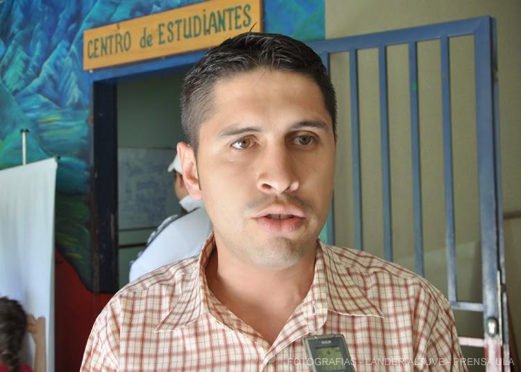 Roger Pulido, coordinador de loa cursos intensivos de la Facultad de Ciencias Forestales y Ambientales. (Foto: Lánder Altuve)