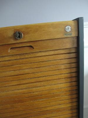 le loup rose la vanille meuble classeur rideau ancien. Black Bedroom Furniture Sets. Home Design Ideas