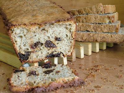 Chleb gryczany ze śliwką na zakwasie
