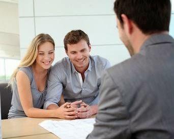 Découvrez qui sera votre interlocuteur lorsque vous négocierez votre rachat de crédit. Il s'agit d'un agent intermédiaire d'organismes de crédit.