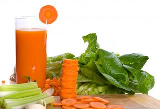 Jugo natural de zanahorias para limpiar la sangre