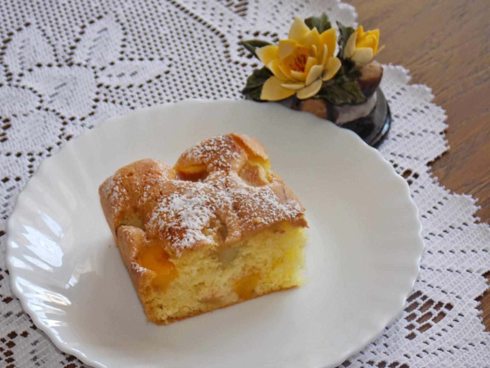 Delikatne ciasto rabarbarowo-brzoskwiniowe