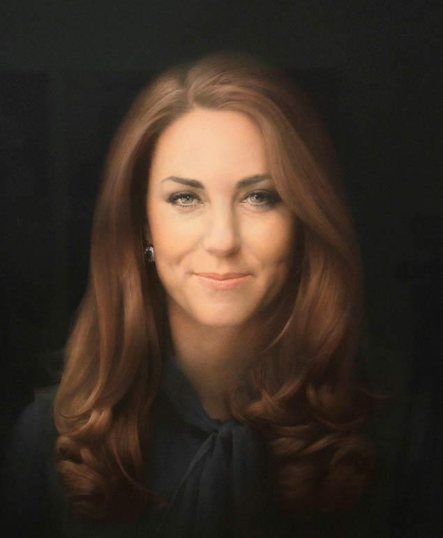 Kate Middleton's first portrait hanging at the National portrait gallery