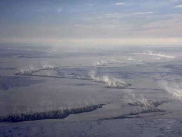 Rachaduras no gelo do Ártico atraem mercúrio da atmosfera