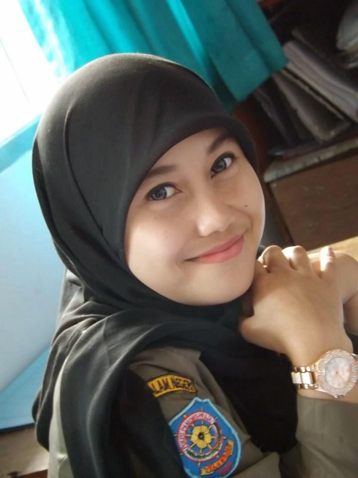 Koleksi Foto Nurul Habibah, Satpol  PP Cantik