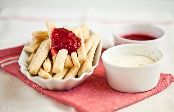 Pie Fries mit Himbeersauce