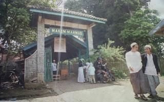 Kebersahajaan di Kampung Religius (Kampung Adat Mahmud)