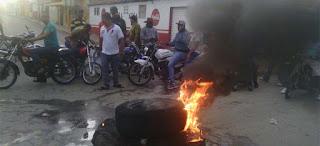 Inicia paro por 48 horas en Bayaguana; reclaman agua y luz