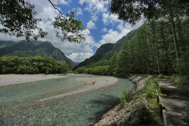 "<a href=""http://mataram.info/things-to-do-in-bali/visitindonesia-banda-marine-life-the-paradise-of-diving-topographic-point-inward-fundamental-maluku/"">Indonesia</a> best time to visit :; Kamikochi: Footling Switzerland Inward Japan"
