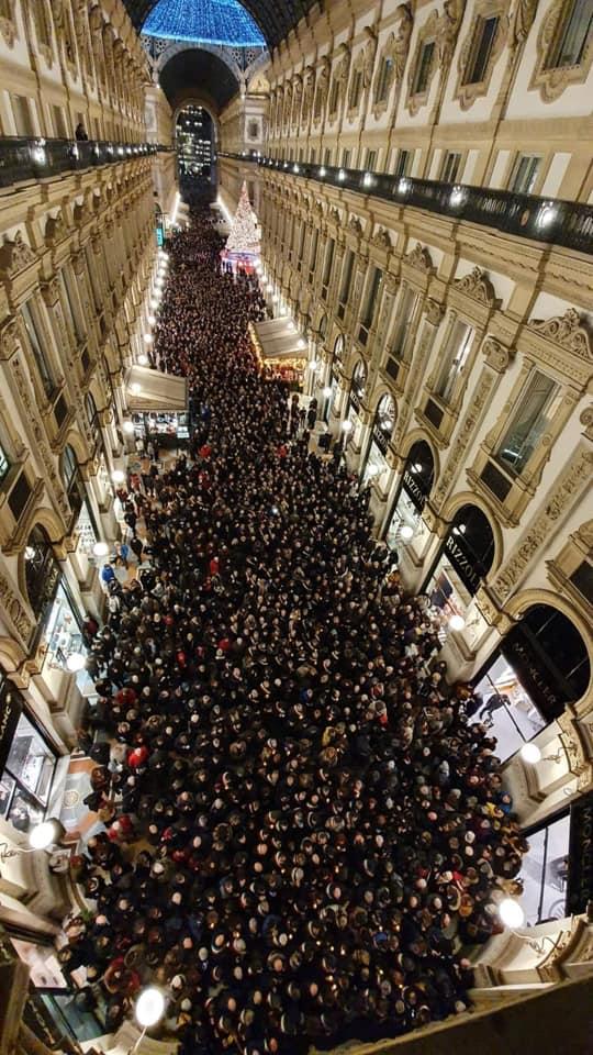 Milano,600 sindaci in corteo Segre: l'odio non ha futuro
