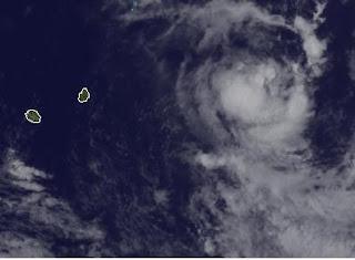 Zyklon HILWA parkt bei Rodrigues - Mauritius nicht in Gefahr - Zyklon GIOVANNA nicht mehr existent, Giovanna, Hilwa, Mauritius, aktuell, Februar, 2012, Satellitenbild Satellitenbilder, Vorhersage Forecast Prognose, Verlauf, Zugbahn, Indischer Ozean Indik, Zyklonsaison Südwest-Indik,