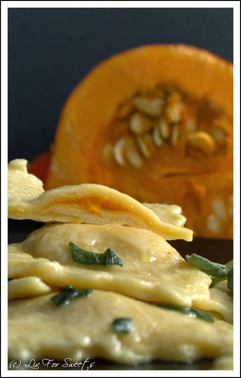 Kuerbis-Ricotta-Ravioli mit Salbei-Butter-Sauce, selbstgemachter Nudelteig, Rezept, Thermomix, TM31, Hokkaido-Kürbis
