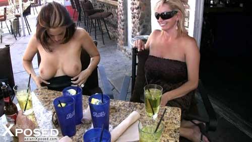 Cewek Bule Mabuk Telanjang Bulat Pamer Toket Dan Memek Di Kafe Pinggir Jalan
