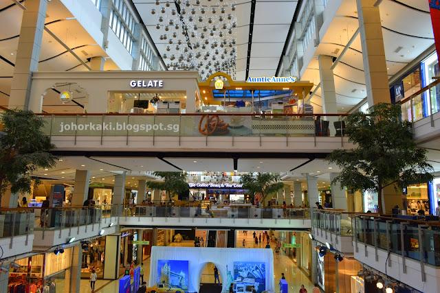 Central-Bangkok-World-Embassy-Chidlom