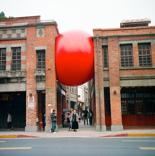 la reines blog das spiel mit dem roten ball. Black Bedroom Furniture Sets. Home Design Ideas