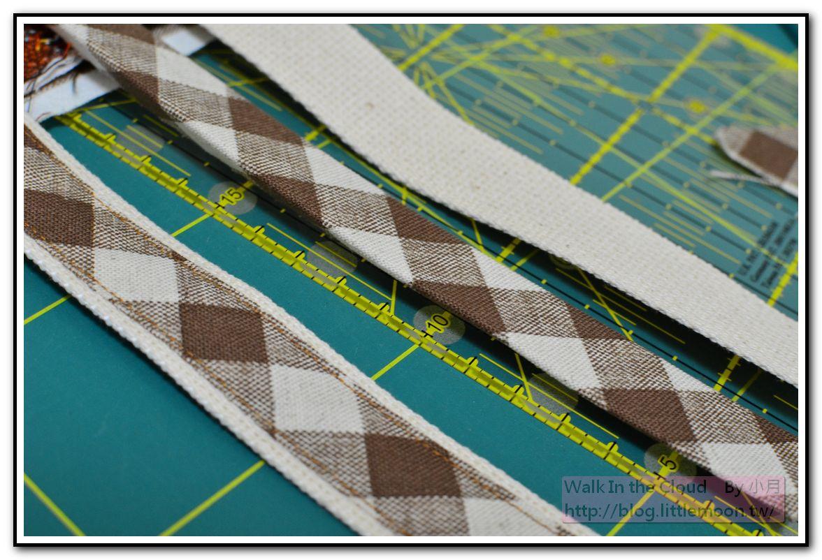 車上0.1cm的裝飾線於裝飾斜布條兩側固定織帶